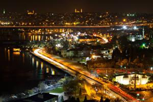 Bakgrundsbilder på skrivbordet Istanbul Turkiet Byggnad Vägar Natt En bukt
