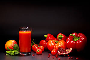 Bilder Saft Tomate Paprika Granatapfel Schwarzer Hintergrund Trinkglas Getreide Rot Lebensmittel