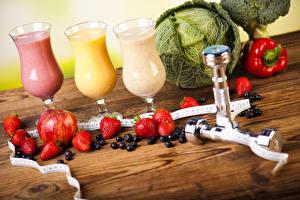 Bilder Saft Gemüse Erdbeeren Granatapfel Heidelbeeren Kohl Fitness Weinglas Hantel Lebensmittel