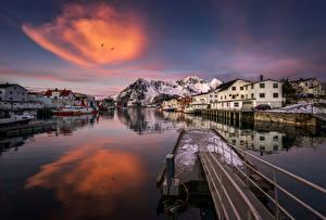 Hintergrundbilder Lofoten Norwegen Haus Schiffsanleger Gebirge Abend Henningsvaer village Städte