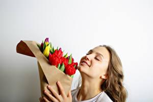 Fonds d'écran Journée internationale des femmes Tulipes Aux cheveux bruns Filles