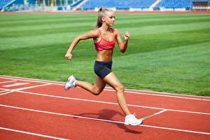 Fotos Blond Mädchen Lauf Bein Mädchens Sport