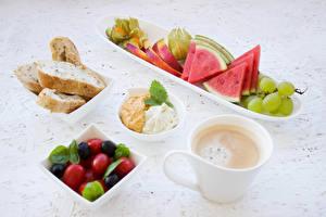 Fotos Kaffee Brot Obst Weintraube Wassermelonen Frühstück Tasse Lebensmittel