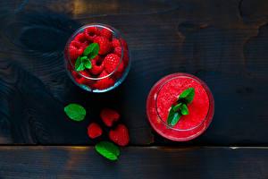 Hintergrundbilder Getränke Saft Himbeeren Bretter Trinkglas Blattwerk Lebensmittel