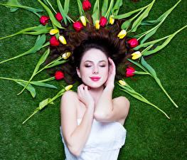 Photo International Women's Day Tulips Hair Hands Girls
