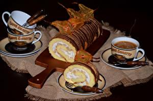 Hintergrundbilder Süßware Roulade Kaffee Schwarzer Hintergrund Schneidebrett Tasse