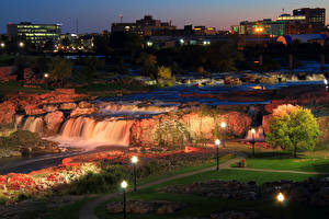 壁纸、、アメリカ合衆国、公園、滝、石、夜、街灯、Falls Park South Dakota、自然