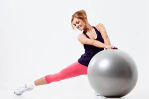 Hintergrundbilder Fitness Weißer hintergrund Ball Lächeln Hand Mädchens Sport