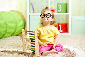 Bilder Kleine Mädchen Brille Blick Sitzend Kinder