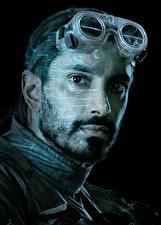 Bakgrundsbilder på skrivbordet Män Rogue One: A Star Wars Story Ansikte Glasögon Svart bakgrund Skägg Bodhi Rook (Riz Ahmed)