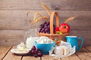 Bilder Stillleben Äpfel Weintraube Milch Käse Bretter Weidenkorb Kanne