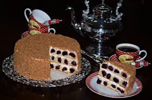 Hintergrundbilder Süßigkeiten Torte Wasserkessel Getränke Schwarzer Hintergrund Tasse Teller Lebensmittel