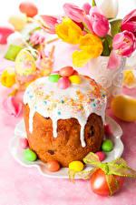 Картинка Праздники Пасха Кулич Сладкая еда Тюльпан Сахарная глазурь Яйцами Еда