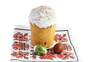 Фотография Праздники Пасха Кулич Сахарная глазурь Белом фоне Яйцами