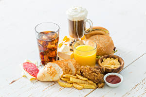 Fotos Saft Brötchen Brot Becher Ketchup Kartoffelchips Trinkglas
