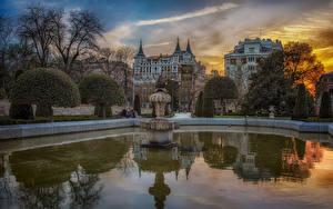 Hintergrundbilder Madrid Spanien Gebäude Teich Springbrunnen Abend Strauch Städte