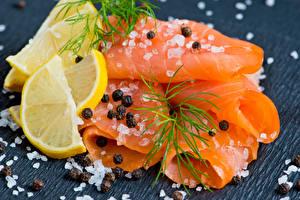 Bilder Meeresfrüchte Fische - Lebensmittel Zitrone Dill Schwarzer Pfeffer Bretter Salz