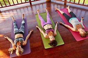 Fotos Drei 3 Yoga Schlaf Erholung Mädchens Sport
