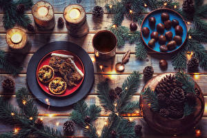 Hintergrundbilder Backware Kerzen Bretter Ast Teller Zapfen Lichterkette Lebensmittel