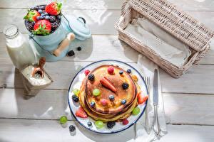 Bilder Beere Milch Eierkuchen Frühstück Teller