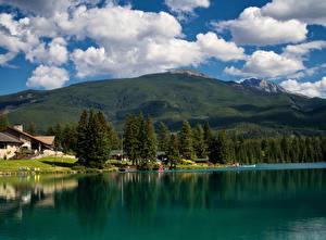 Hintergrundbilder Kanada Park See Haus Gebirge Jasper park Wolke Bäume