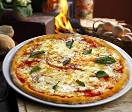 Fotos Fast food Pizza Käse Teller Ketchup Lebensmittel