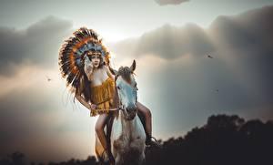 Fotos Pferde Indianer Mädchens Tiere