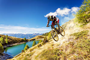 Hintergrundbilder Mann See Gebirge Fahrräder Uniform Sport