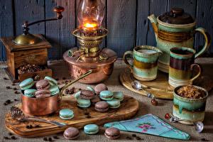 Bilder Stillleben Petroleumlampe Pfeifkessel Kaffee Macarons Macaron Getreide Schneidebrett Löffel Becher Lebensmittel
