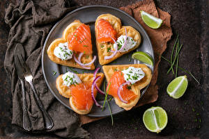 Fotos Butterbrot Fische - Lebensmittel Backware Limette Herz Teller Lebensmittel