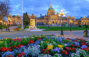 Bilder Kanada Gebäude Abend Denkmal Vancouver Straßenlaterne Lichterkette Platz Downtown British Columbia