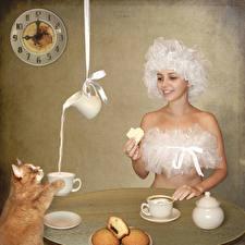 Hintergrundbilder Kreativ Katze Milch Uhr Frühstück Kanne Tasse Lächeln Lustige Humor Mädchens Tiere