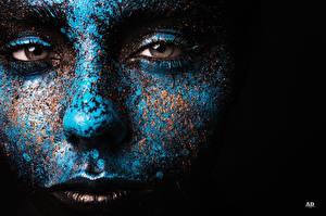 Hintergrundbilder Augen Gesicht Blau Blick Schwarzer Hintergrund Schminke junge Frauen