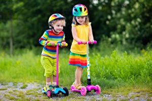 Bilder Kleine Mädchen Junge 2 Helm Bunte Kinder