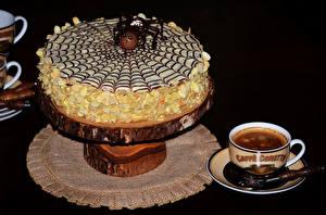 Fotos Süßware Torte Kaffee Schwarzer Hintergrund Tasse Lebensmittel