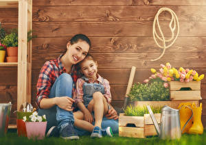Wallpapers Tulip Mother Little girls 2 Staring Wood planks Wall Grass Smile child Girls