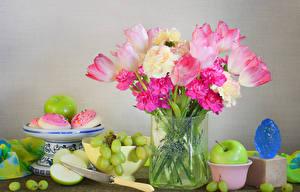 Fondos de escritorio Tulipa Paeoniaceae Manzanas Uvas Cuchillo Jarrón Fondo gris flor Alimentos