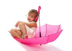 Hintergrundbilder Weißer hintergrund Kleine Mädchen Sitzen Regenschirm Rosa Farbe Kinder