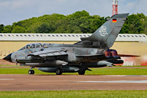 Hintergrundbilder Flugzeuge Bomber Deutsch Panavia Tornado ECR Luftwaffe
