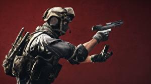 Bilder Battlefield 4 Soldat Pistolen Militär Schutzhelm Masken computerspiel