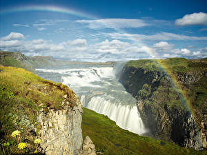 Bureaubladachtergronden IJsland Watervall Hemelgewelf Landschap van Regenboog Mos Wolken Gullfoss waterfall