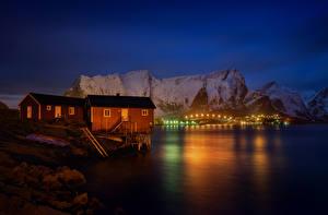 Bilder Lofoten Norwegen Haus Gebirge Nacht Bucht Reine