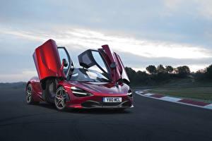 Bilder McLaren Burgunder Farbe Metallisch Offene Tür 2017 720S Coupe automobil