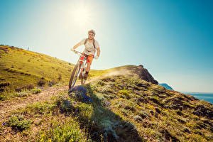 Fotos Mann Fahrrad Brille Gras Weg Sport