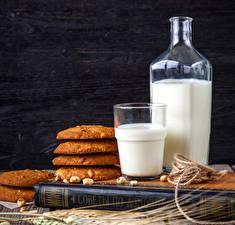 Hintergrundbilder Milch Kekse Bretter Flasche Trinkglas Buch Lebensmittel