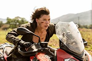Photo Milla Jovovich Resident Evil: The Final Chapter film Celebrities Girls Motorcycles