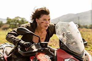 Bakgrundsbilder på skrivbordet Milla Jovovich Resident Evil: The Final Chapter film Kändisar Unga_kvinnor Motorcyklar