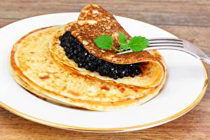 Hintergrundbilder Eierkuchen Meeresfrüchte Kaviar Teller Essgabel Lebensmittel