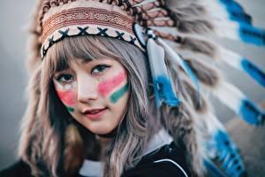 Fotos Warbonnet Gesicht Indianer Nett Mädchens