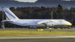 Fotos Flugzeuge Transportflugzeuge Weiß Seitlich Russisches Antonov A-124